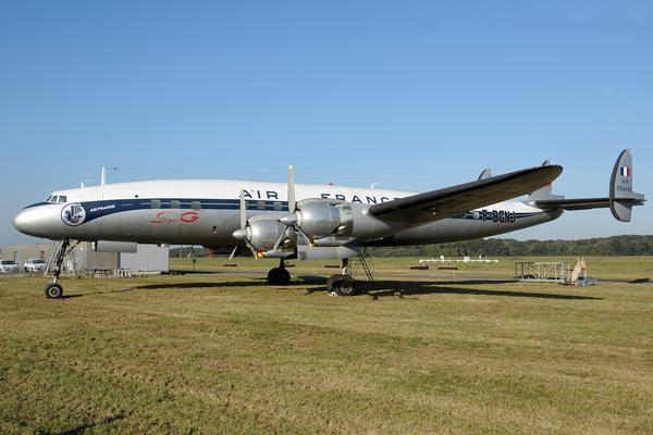 Journées du patrimoine 2019 - Visite guidée de l'avion Lockheed L1049 G Super Constellation F-BGNJ sur la plateforme aéroportuaire de NANTES