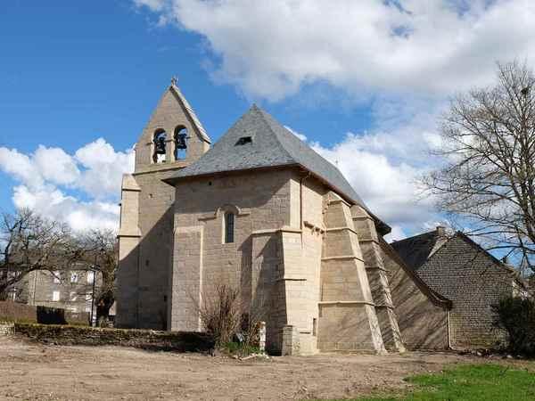 Crédits image : Vue arrière de l'église Saint-Gilles Saint-Georges © Jacques Luce