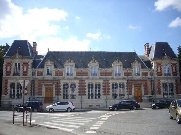 Crédits image : Château du Marché, vu de la place de la Victoire, - (c) Fab5669-wikimedia