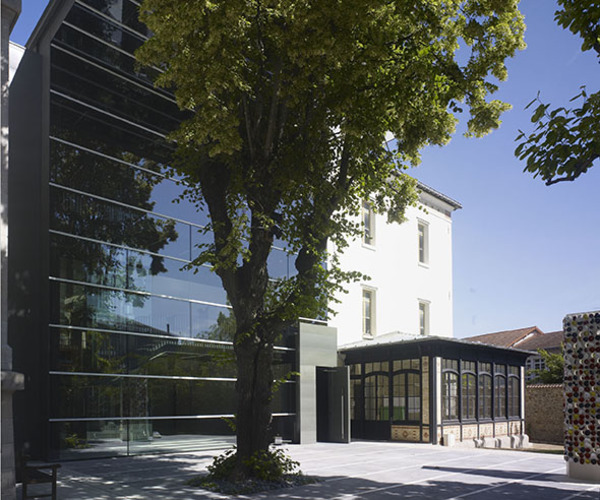 Crédits image : Façade de Boris Podrecca © RMN-Grand Palais (Limoges, Cité de la céramique) / Martine Beck-Coppola