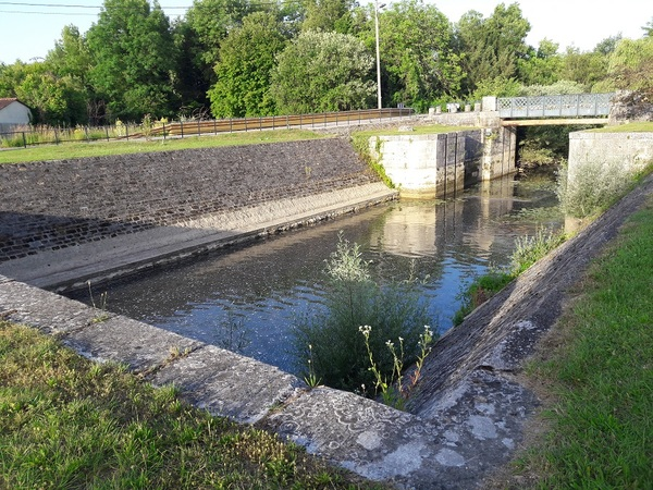 Crédits image : Pont de l'Ecluse - Franceline Fery