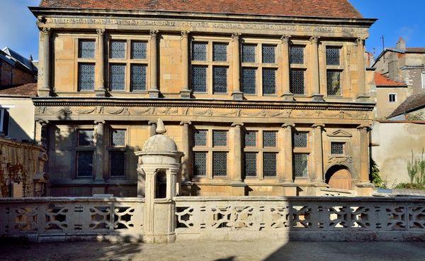 Crédits image : Façade sur cour de la maison Renaissance (XVIe s.) © S. Riandet, Ville de Langres