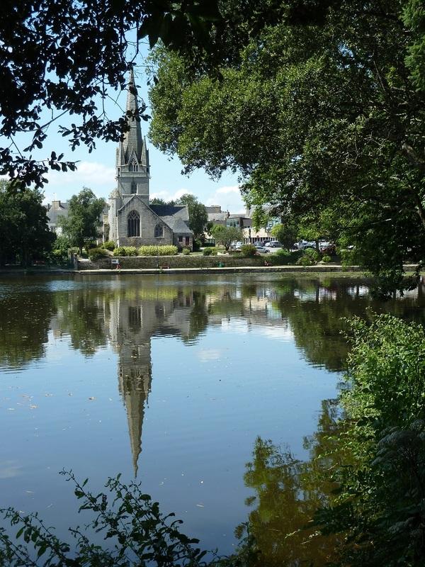 Crédits image : Rosporden, église et étang - hppr29