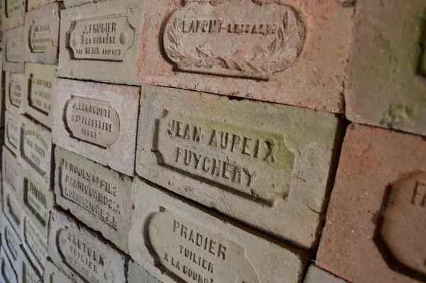 Crédits image : Briques de tuiliers © OT Pays de Nexon