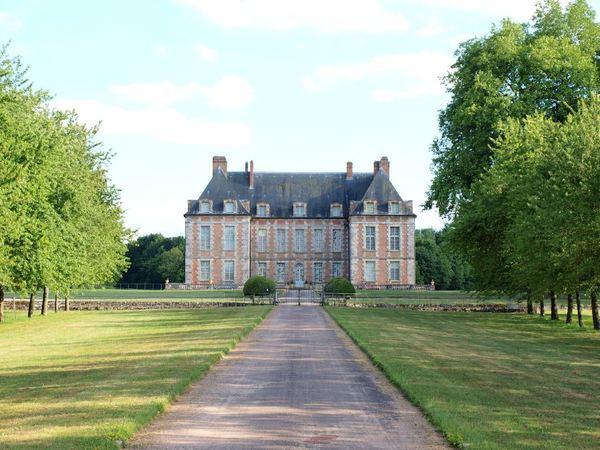 Journées du patrimoine 2018 - Visite du parc à la française, dessiné suivant un modèle de Le Nôtre, véritable écrin du château louis XIII.