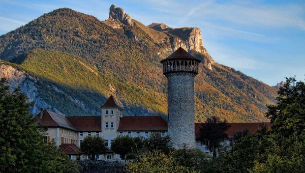 Tour du château de Faverges
