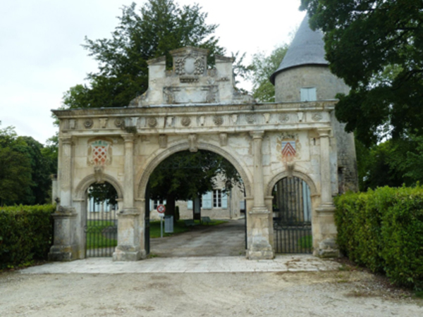 Crédits image : © Centre historique de Surgères
