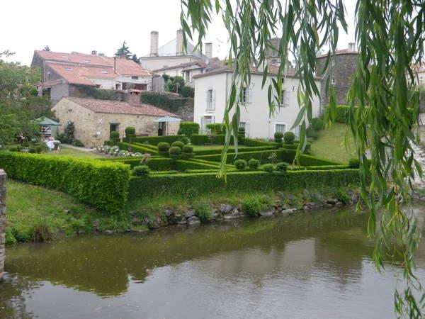 Journées du patrimoine 2020 - Mise en chauffe four XVIIIème et promenade dans un jardin régulier avec haies de buis et topiaires