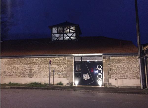 Crédits image : Crédit photo : La Halle aux cuirs la nuit - Pierre Saab