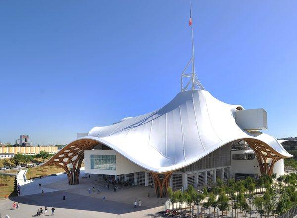 Crédits image : Centre Pompidou-Metz, avril 2010 © Shigeru Ban Architects Europe et Jean de Gastines Architectes, avec Philip Gumuchdjian pour la conception du projet lauréat du concours/ Metz Métropole / Centre Pompidou-Metz / Photo Philippe Gisselbrecht