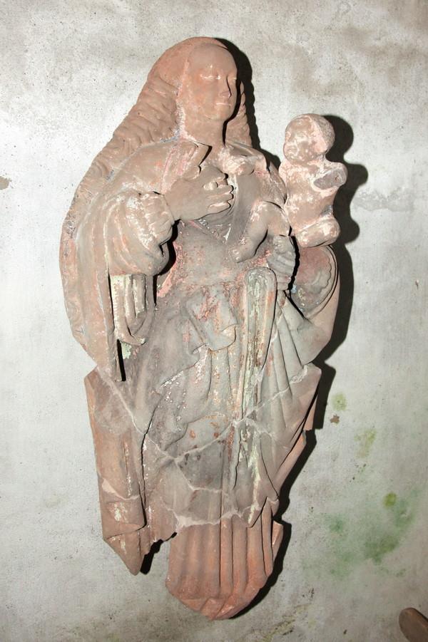 Crédits image : Statue polychrome du 16e siècle de la Vierge allaitante - Ville de Châteaulin
