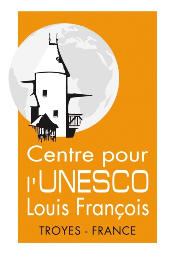 Crédits image : logo Centre UNESCO - Photographie : Centre pour l'UNESCO Louis François