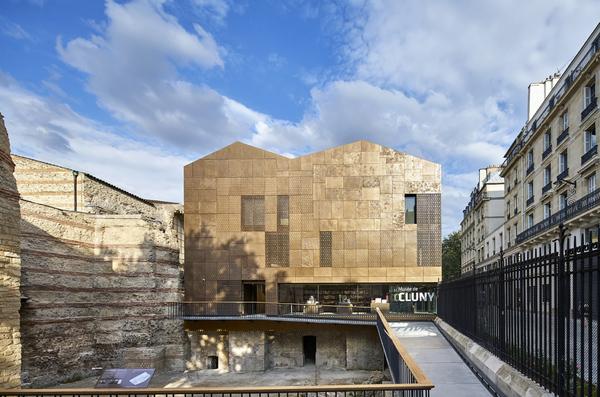 Crédits image : Bâtiment d'accueil du musée de Cluny, musée national du Moyen Âge, Bernard Desmoulin, architecte © M. Denancé