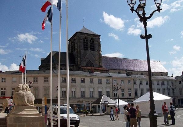 Crédits image : Châlons-en-Champagne - Place du Maréchal Foch - (c) Garitan-wikimedia commons