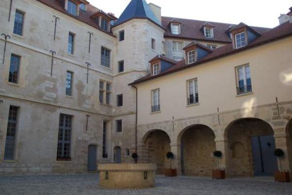 Journées du patrimoine 2020 - ANNULÉ - Visite guidée du château de la Reine Blanche (bâtiments des XVIe et XVIIe siècles)