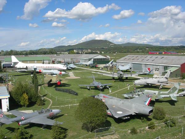 Journées du patrimoine 2017 - Découverte du patrimoine aéronautique européen, sur près de 25 000 m², avec une soixantaine d'avions dont certains dépassent les 20 tonnes.
