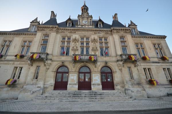 Crédits image : Hôtel de Ville © Commune de Saint-Jean d'Angély