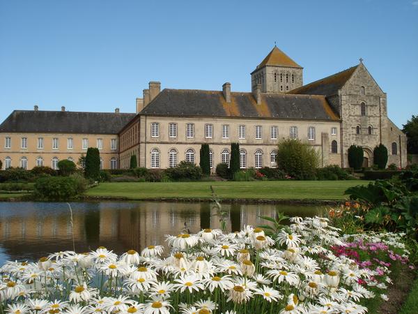 Crédits image : © Abbaye de Lessay