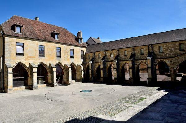 Crédits image : Cloître de la cathédrale de Langres (XIIIe s.) © S. Riandet, Ville de Langres