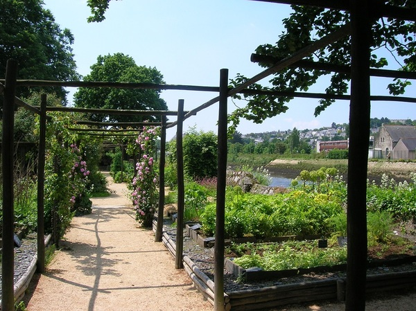 Crédits image : Quimper - Maison du Patrimoine / Jardin médiéval de Locmaria