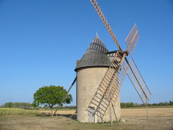 Crédits image : Cherves - Moulin TOL, le dernier rescapé des moulins à vent de la Vienne © G2C