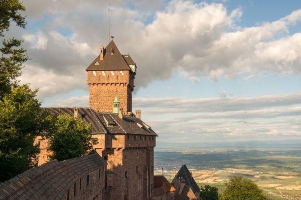 Crédits image : Le donjon du château du Haut-Koenigsbourg © Jonathan Sarago/CD67