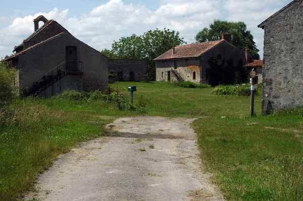 Crédits image : Site du prieuré de la Plain © G. C.