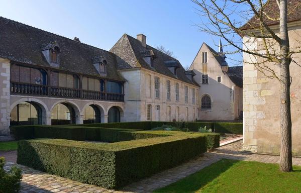 Crédits image : Jean Bernard - Cour de l'Hospice Saint-Roch, vue sur l'apothicairerie