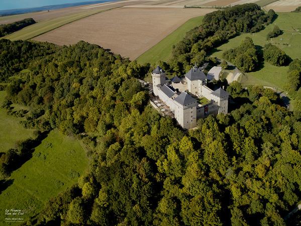 Crédits image : Le Château de Malbrouck, la France vue du ciel © Gérard Borre, MRW ZEPPELINE.