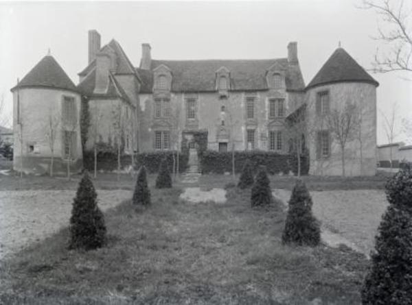 Journées du patrimoine 2019 - Visite du château de Cérilly et marché de producteurs