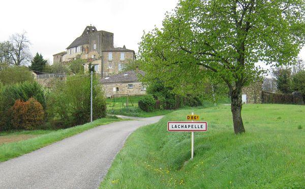 Crédits image : © Association Amis Eglise de Lachapelle.  Entrée village côté ouest.