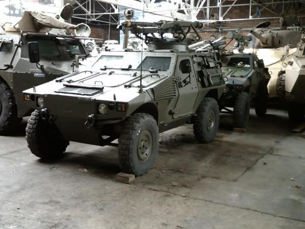 Crédits image : Photo : Véhicule de guerre blindé - Crédit photo : Bruno Tabare – Militaire Association Troyenne