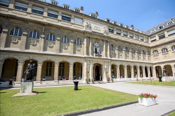 Journées du patrimoine 2018 - Faculté de pharmacie de Paris : salle des Actes et galerie des pots