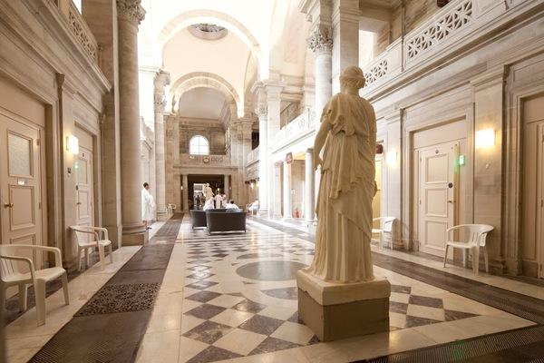 Crédits image : Hall des Thermes Napoléon © Cie des Thermes de Plombières-les-Bains