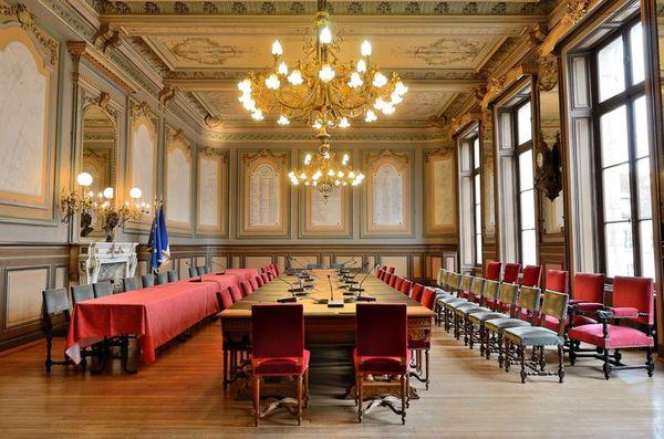 Crédits image : Hôtel de ville - Salle du conseil (XIXe s.) - Photo S. Riandet, service Patrimoine de la Ville de Langres