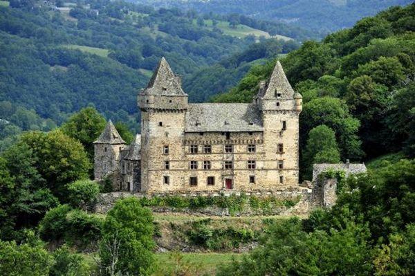 Crédits image : Château de Messilhac – © Carladez Tourisme en Aveyron