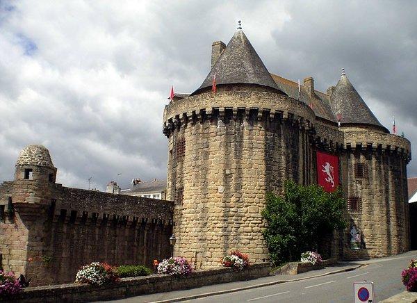 Crédits image : Porte Broërec / Hennebont - JP Henry