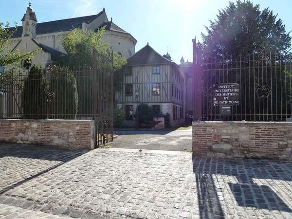Institut Universitaire des Métiers et du Patrimoine