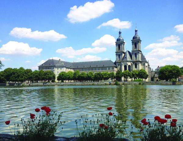 Crédits image : L'abbaye des Prémontrés, vue depuis la Moselle © Abbaye des Prémontrés