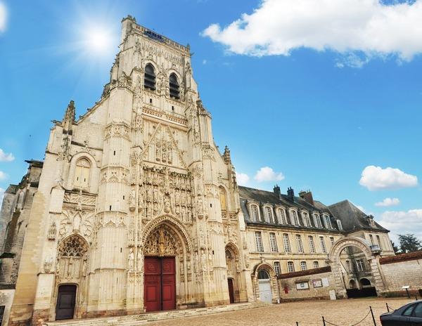 Crédits image : Abbaye royale St-Riquier
