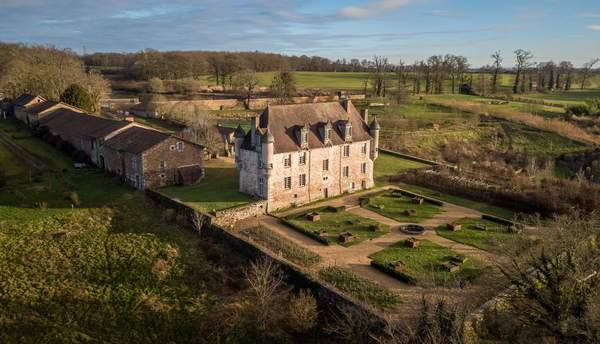 Crédits image : Vue aérienne Château de la Borie © Château de la Borne