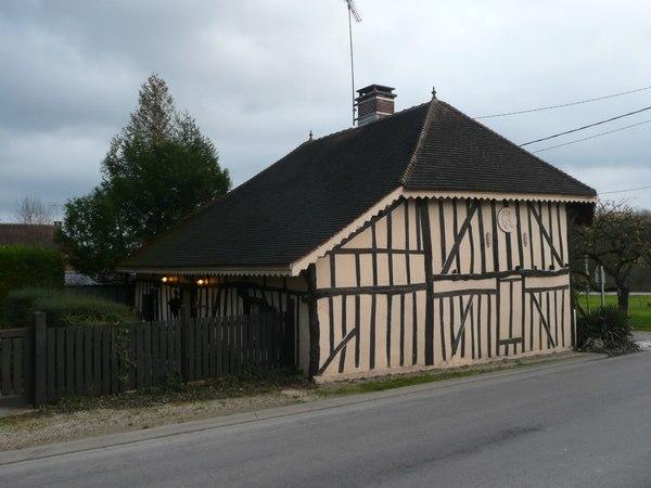 Crédits image : 1 rue du Prieuré Saint-Jean - commune de Le Chêne